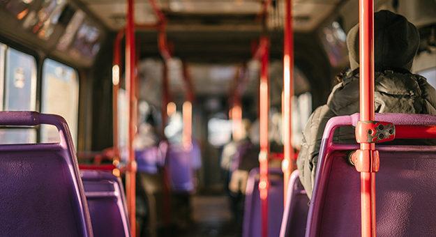 Empresa de ônibus pagará danos morais por atitude de motorista que constrangeu criança com deficiencia 625x352