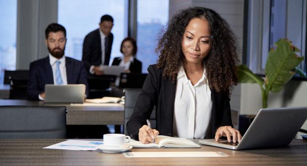 Ausência de provas afasta indenização de diretora por discriminação de gênero 626x417